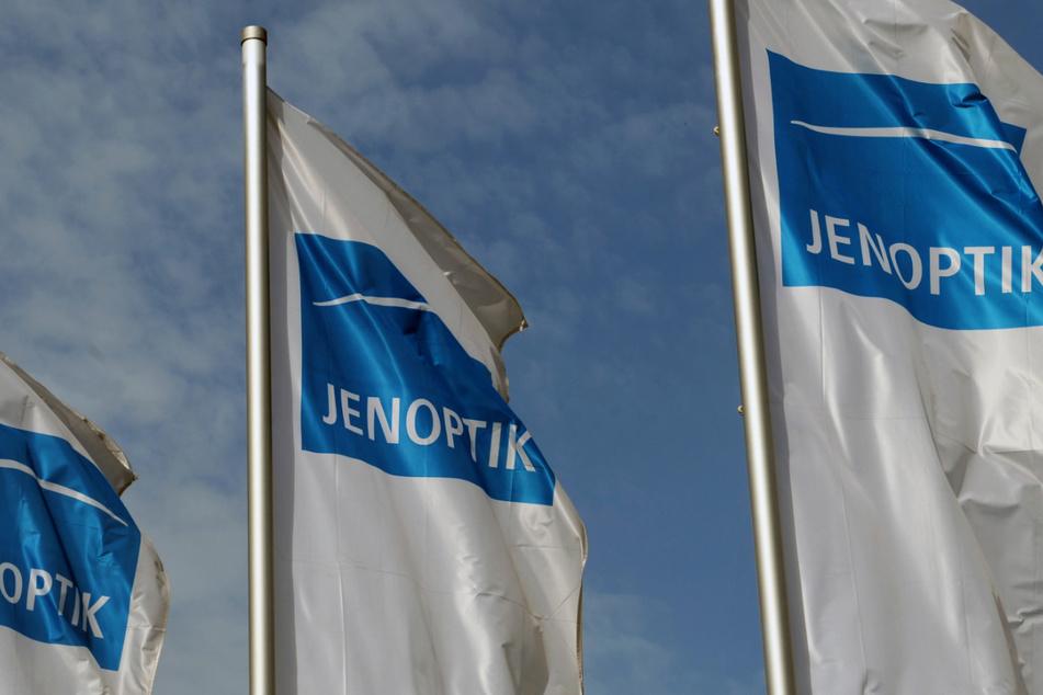 """Auch die Fahnen des börsennotierten Technologiekonzerns Jenoptik (Sitz in Jena) wehen bald im """"Silicon Saxony""""."""