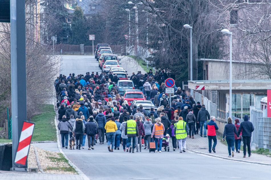 In Zwönitz gingen erneut zahlreiche Menschen auf die Straße.