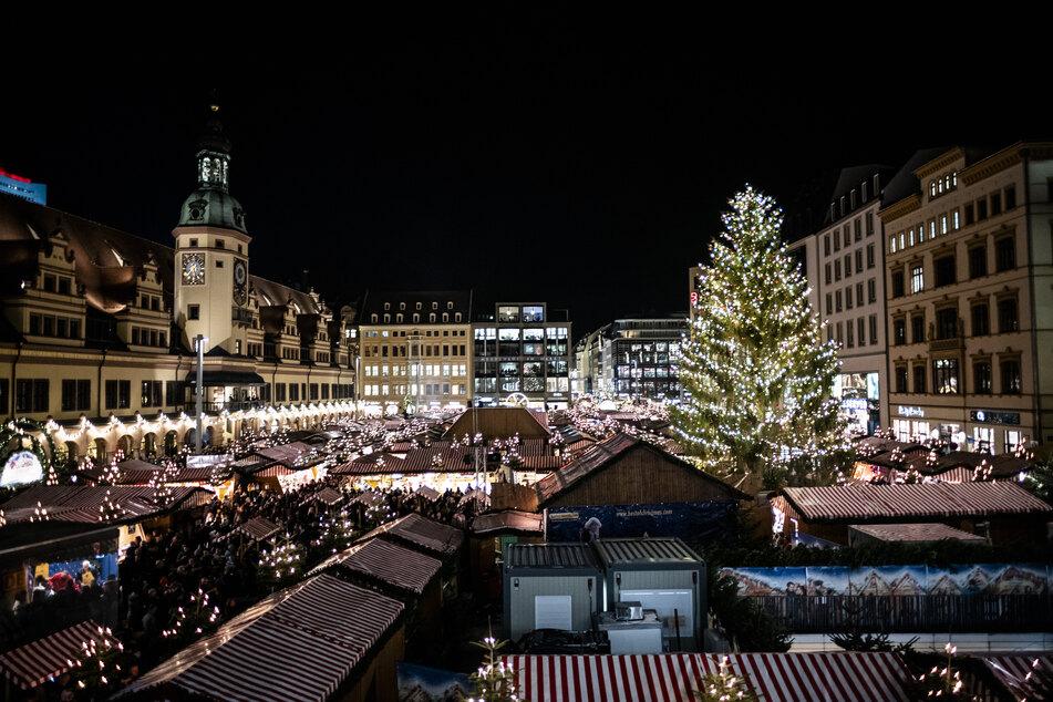 Eigentlich sollte Leipzigs Weihnachtsmarkt in diesem Jahr stattfinden, dabei jedoch auf die Gastronomie verzichtet werden. Nun hat die Stadtverwaltung sich doch für eine Absage entschieden.