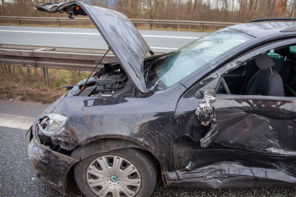Mit schwangerer Frau im Auto: Raser übersieht LKW und baut heftigen Crash!