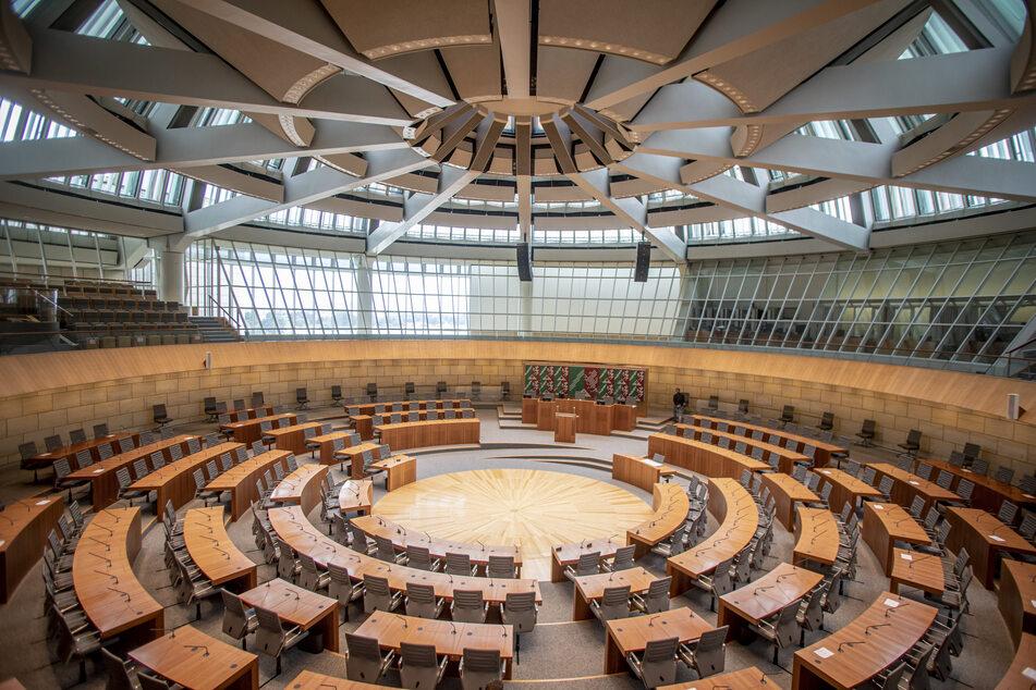 Nach Angaben des NRW-Innenministeriums wurden im vergangenen Jahr 115 Gruppenvergewaltigungen registriert, wie es auf Anfrage der AfD-Fraktion im Landtag mitteilte.