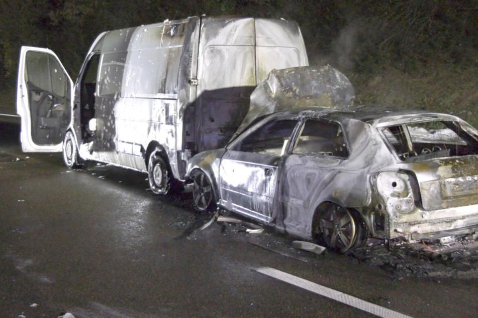 Sechs Autos beteiligt, zwei Wagen brennen, Verursacher flieht: Mega-Crash auf der A66