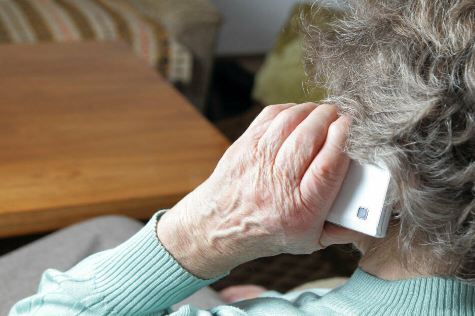 Frau verrät Bank-Tan am Telefon: 13.000 Euro weg