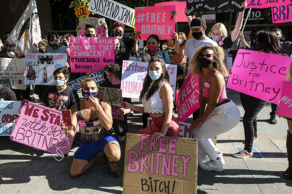 Britney Spears' fans protested in front of the courthouse in LA.