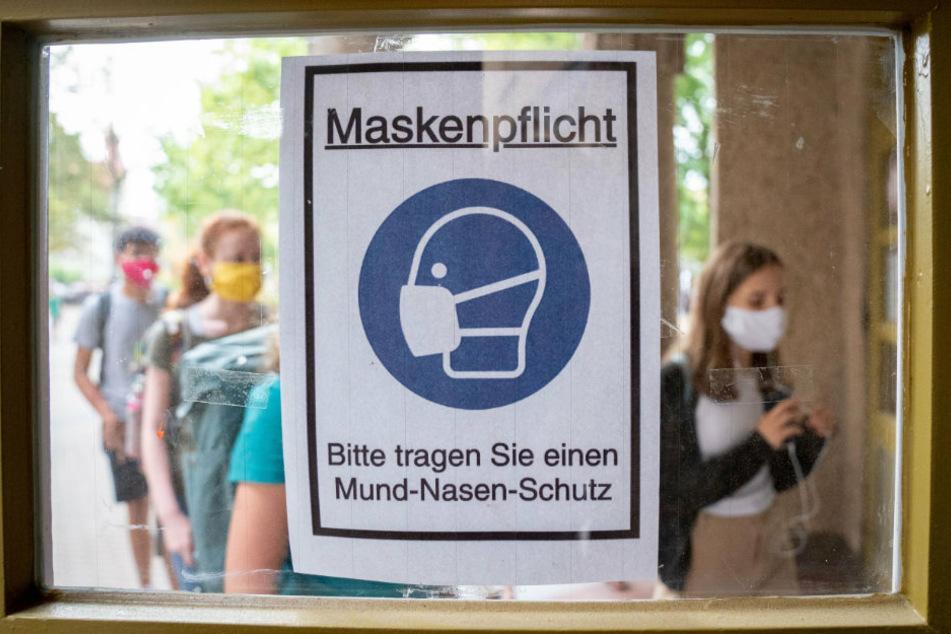 Die Maskenpflicht ist längst zum Alltag an den Berliner Schulen geworden.
