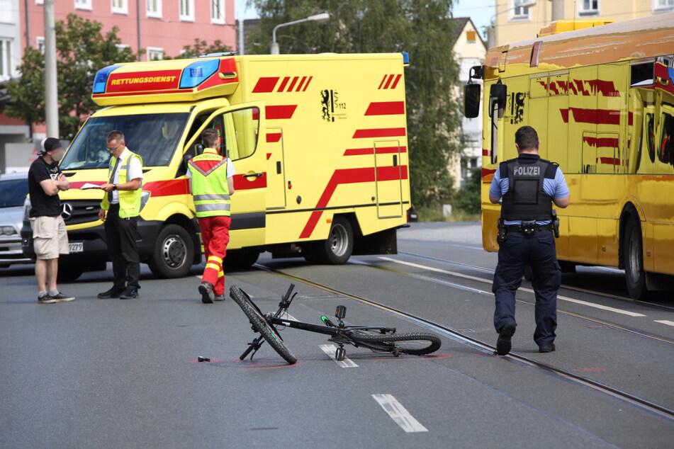 Die Radfahrerin wurde bei dem Unfall verletzt und wurde ins Krankenhaus eingeliefert.