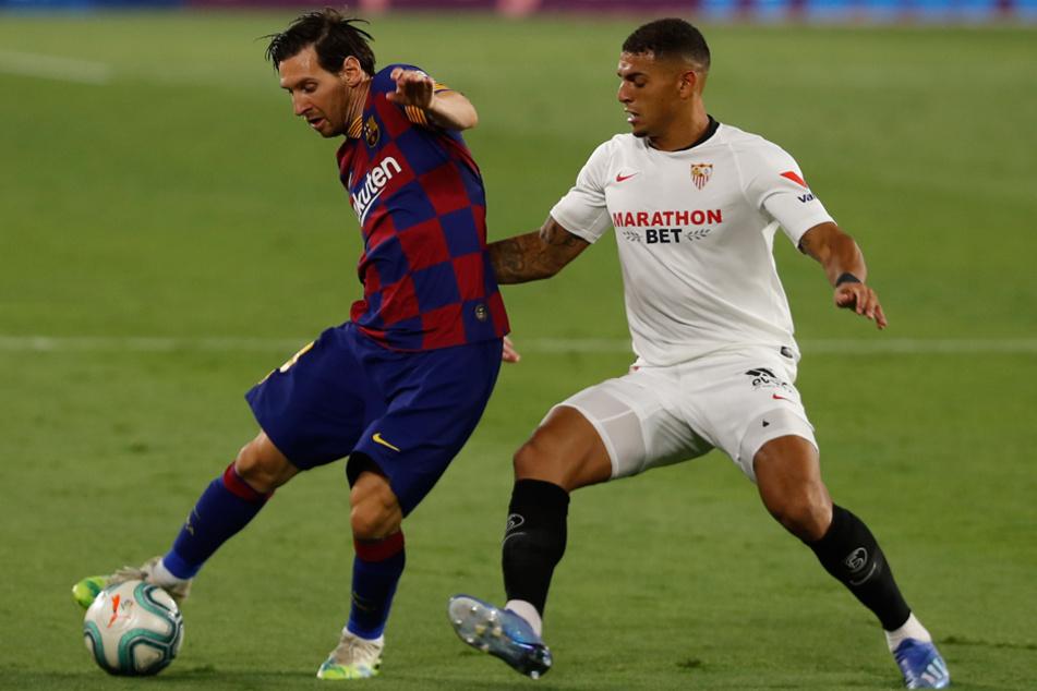 Diego Carlos (r., hier im Zweikampf mit Lionel Messi) vom FC Sevilla steht wohl beim FC Bayern auf dem Radar. (Archiv)