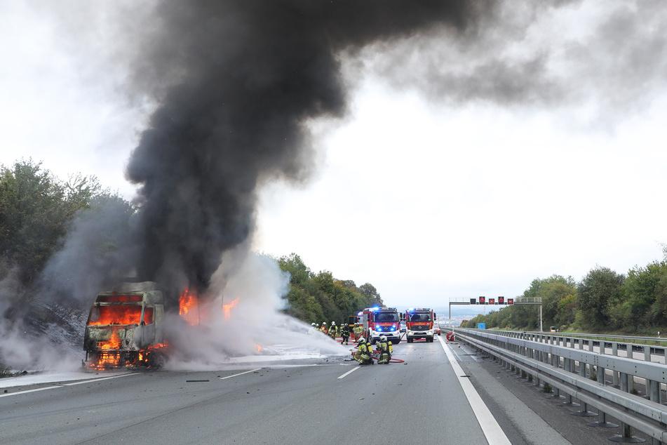 Die Autobahn 4 in Dresden blieb während der Löscharbeiten komplett gesperrt.