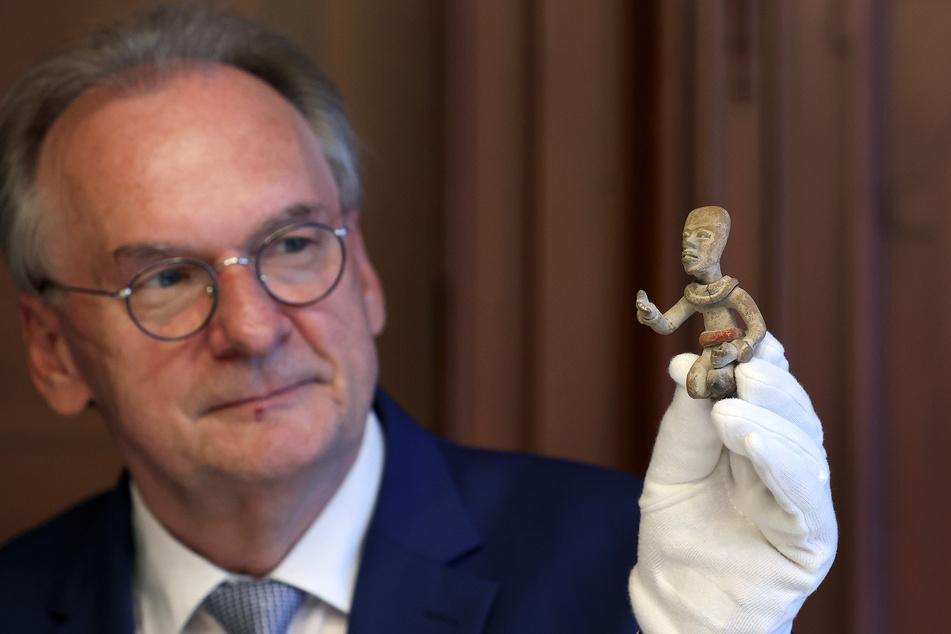Sachsen-Anhalts Ministerpräsident Reiner Haseloff (67, CDU) wird am 28. Mai insgesamt 13 entdeckte Maya-Skulpturen am Diplomaten aus Mexiko und Guatemala überreichen.
