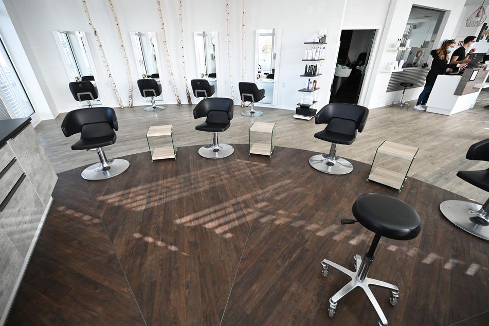 Vielen Friseursalons bleiben aktuell die Kunden aus - auch in Chemnitz (Symbolbild).