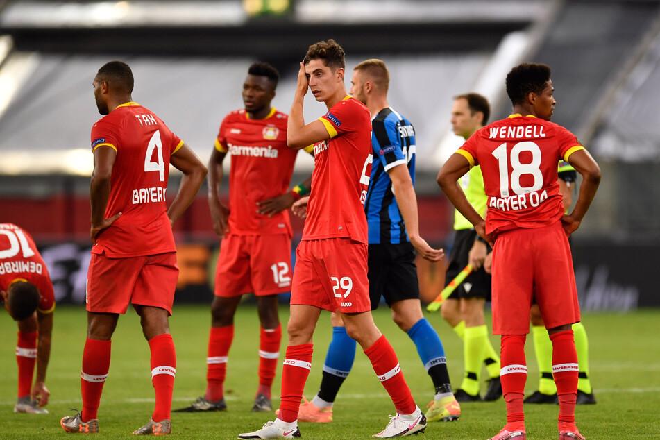 Die Mannschaft von Bayer Leverkusen nach dem Abpfiff.