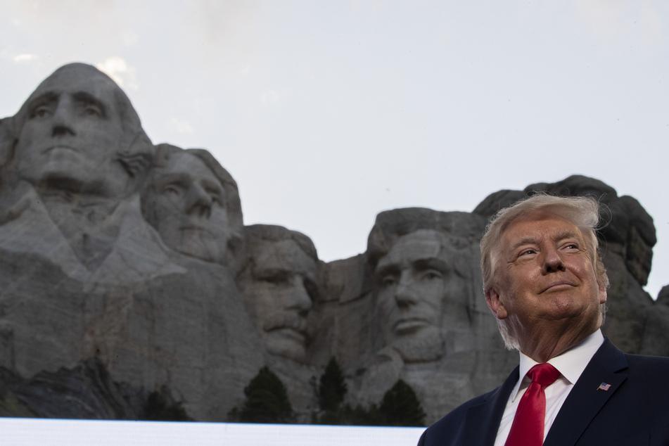 Donald Trump(74) lächelt am Denkmal Mount Rushmore. (Archivbild)
