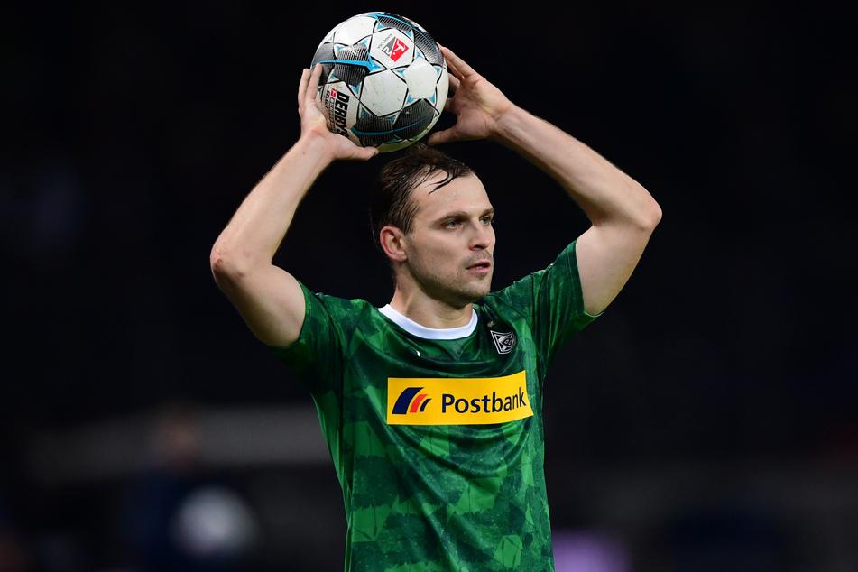Tony Jantschke von Borussia Mönchengladbach beim Einwurf.
