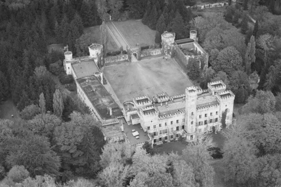 Das ursprüngliche Schloss im britischen Tudorstil wurde 1939 von den Nazis abgerissen.