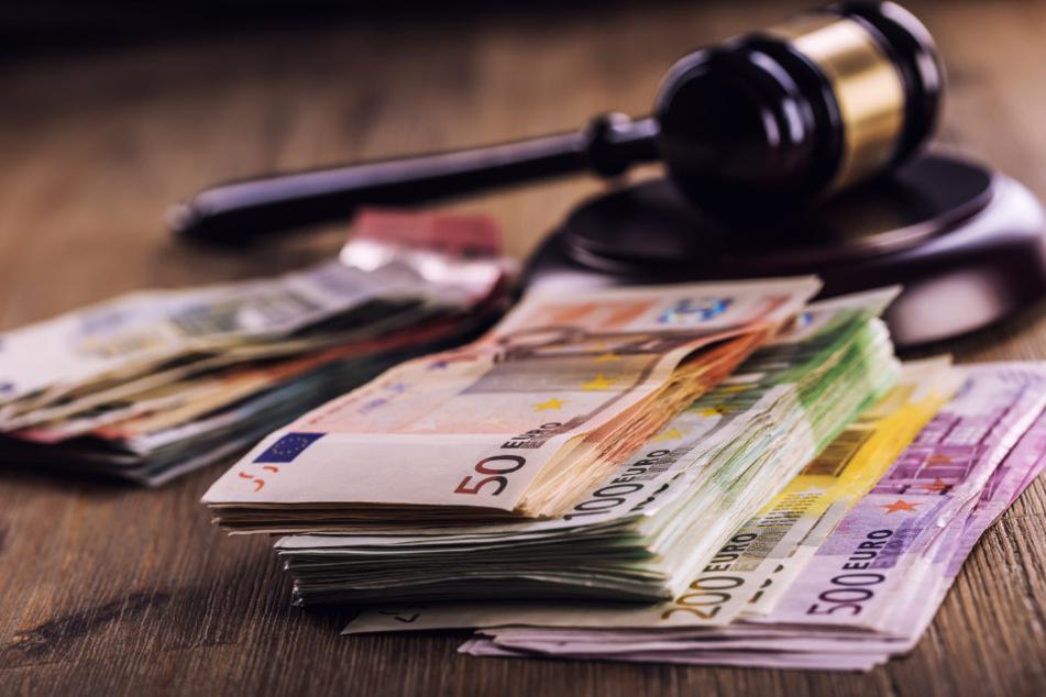 Bei dem angeblich inszenierten Raub wurden 30.000 Euro erbeutet. (Symbolbild)