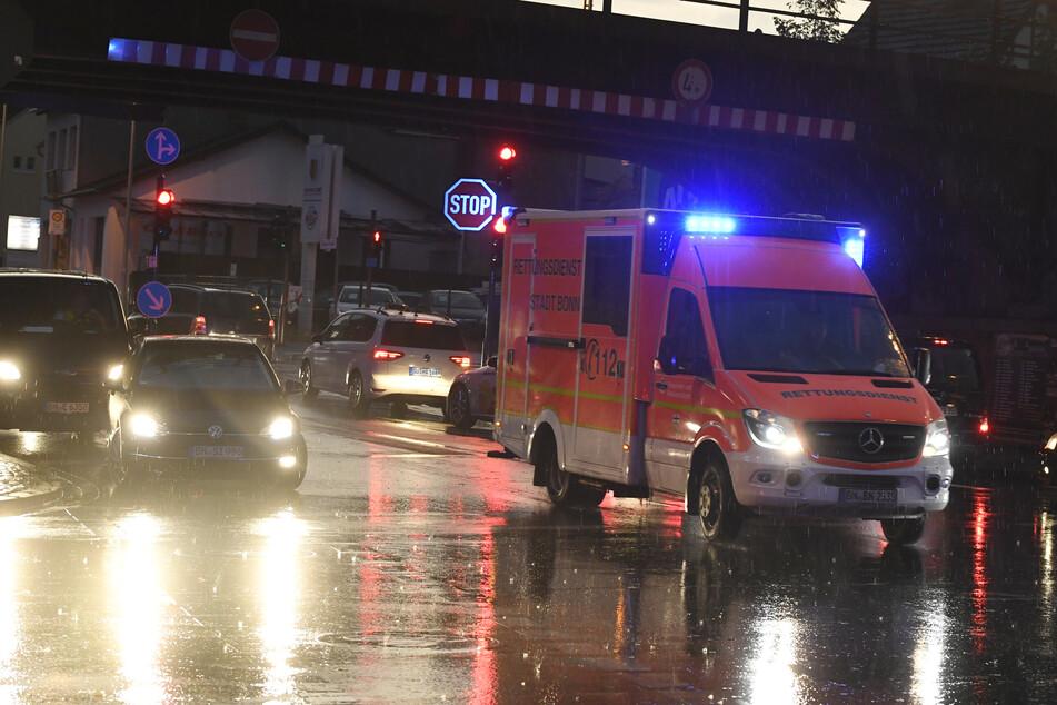 Rettungskräfte auf dem Weg zu einem Einsatzort.