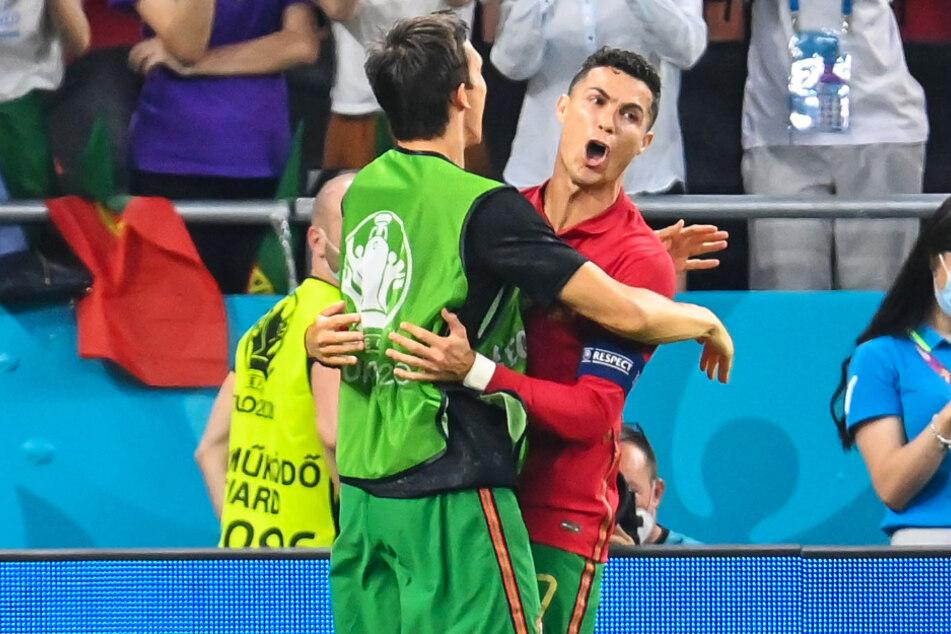 Traf vom Punkt: Cristiano Ronaldo (r.) kann sein Glück kaum fassen.
