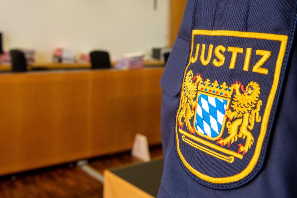 Polizist kniet an S-Bahn-Station auf Mann: Prozess in München