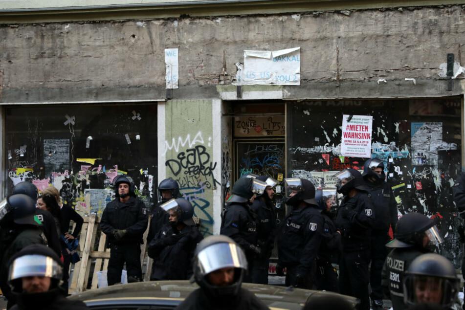 Obdachlose und Aktivisten besetzen Haus in Berlin