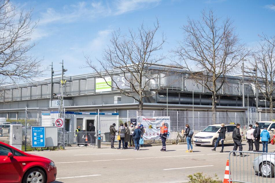 Auch in der Neuen Messe Leipzig wird durchgeimpft. Sommerferien gibt es für die Impfzentren nicht.