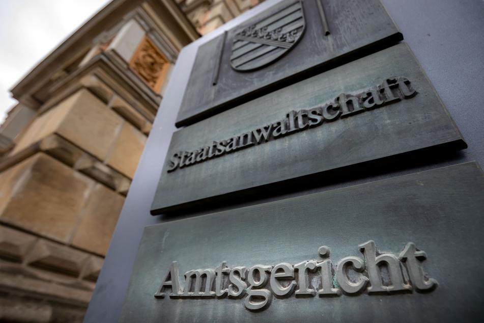Chemnitz: Chemnitz: Mann zieht Mädchen (11) aus Boot und zerrt es davon