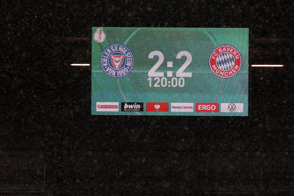Während des Pokalspiels zwischen Holstein Kiel und dem FC Bayern München kam es in Kiel zu einem kuriosen Polizeieinsatz.