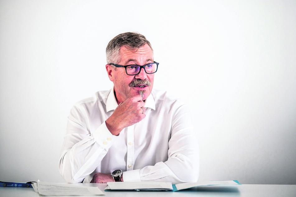 Leiter des Wahlgeschehens: Ordnungsbürgermeister Miko Runkel (60, parteilos) sucht noch Wahlhelfer.