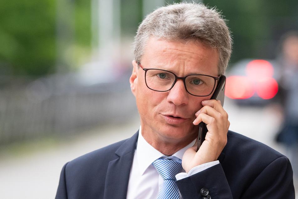 Bayerns Kunstminister Bernd Sibler (50, CSU) möchte als Nächstes die Situation der Diskotheken angehen. (Archiv)