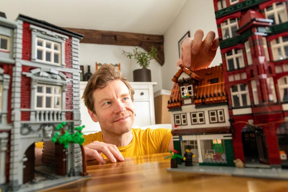 Benjamin Albrecht (42) baut Lüneburger Gebäude mit Legosteinen nach.