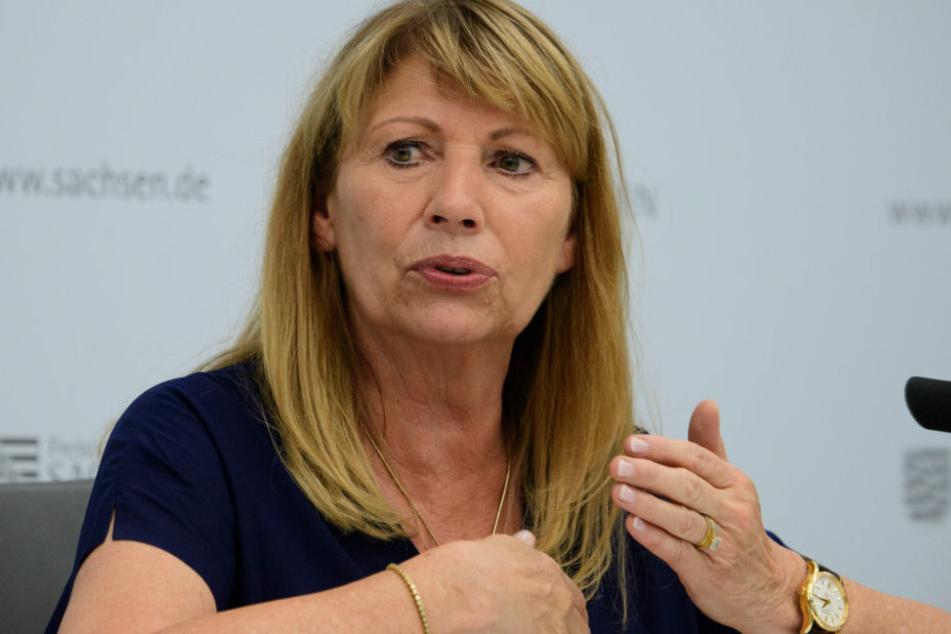 Petra Köpping (SPD), Sozialministerin von Sachsen, spricht während der Kabinetts-Pressekonferenz im Innenministerium.