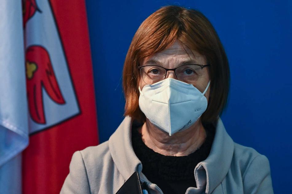 Am Mittwoch wird der Brandenburger Landtag in einer Sondersitzung auch über Kritik an Gesundheitsministerin Ursula Nonnemacher (64, Grüne) beraten.