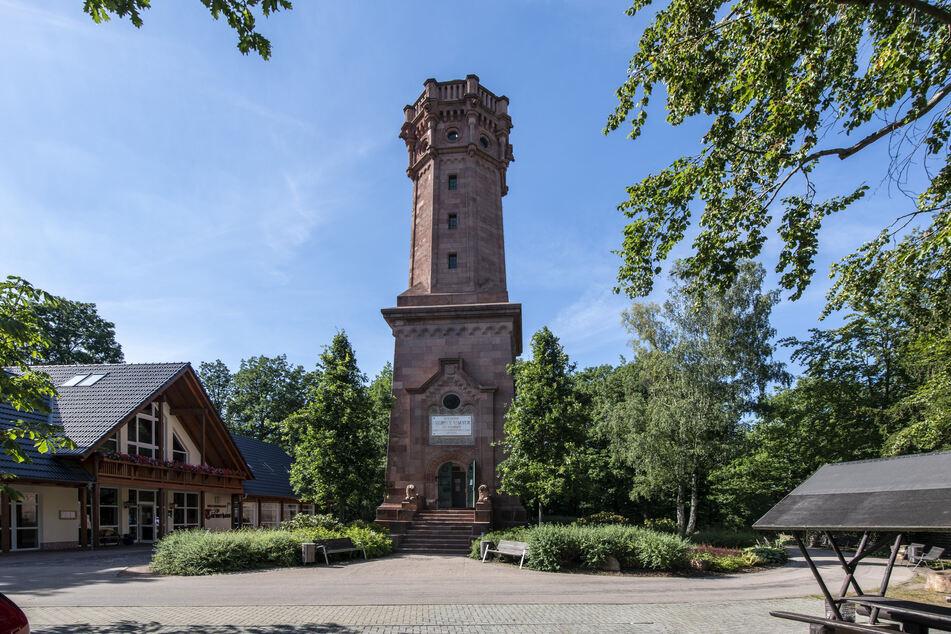 Die Tour führt auch am Friedrich-August-Turm vorbei.