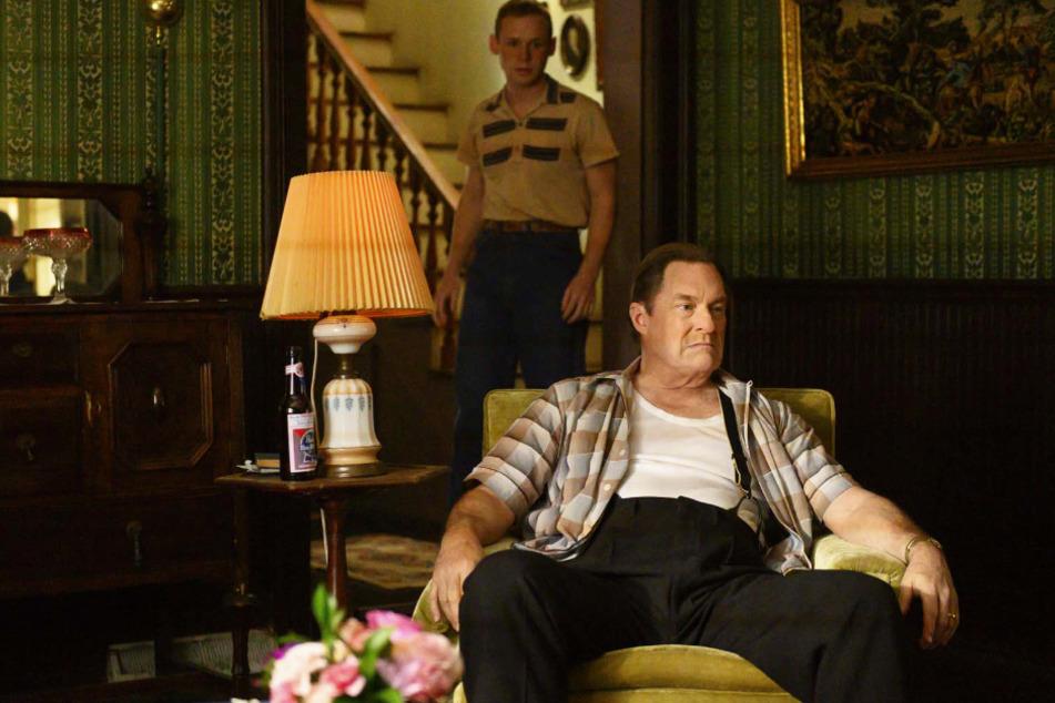 Mac (Stephen Root) hackt seit dem Jugendalter auf Frank (Cole Dolman) herum.