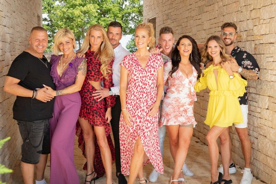 """Bei """"Temptation Island VIP"""" testen vier Promi-Paare ihre Treue. Moderiert wird die Sendung von Angela Finger-Erben (40)."""