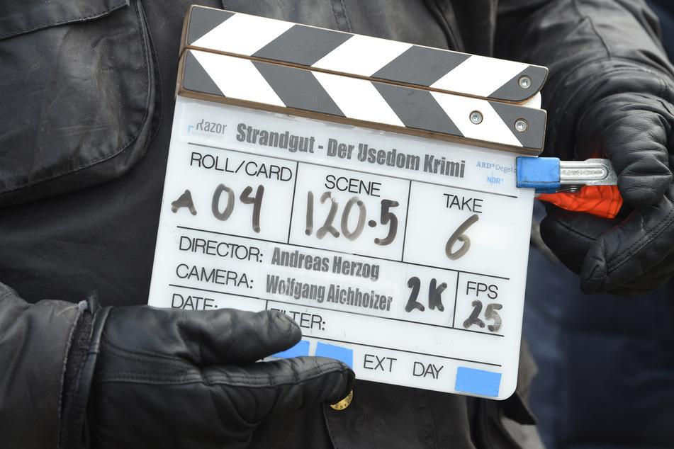 """Die Filmklappe für den ARD-Krimi """"Strandgut"""" (Arbeitstitel), aufgenommen bei einem Fototermin zum ARD-Krimi."""