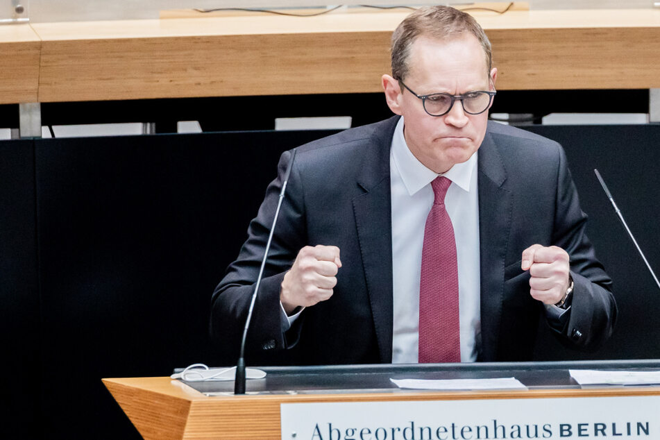 Michael Müller (57, SPD) bespricht bei der 76. Plenarsitzung des Berliner Abgeordnetenhauses das weitere Vorgehen im Kampf gegen die Corona-Pandemie.