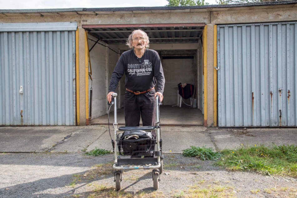 Dem gehbehindertem Senior Udo L. (66) wurde sein Kranken-Rollstuhl aus der Garage gestohlen.