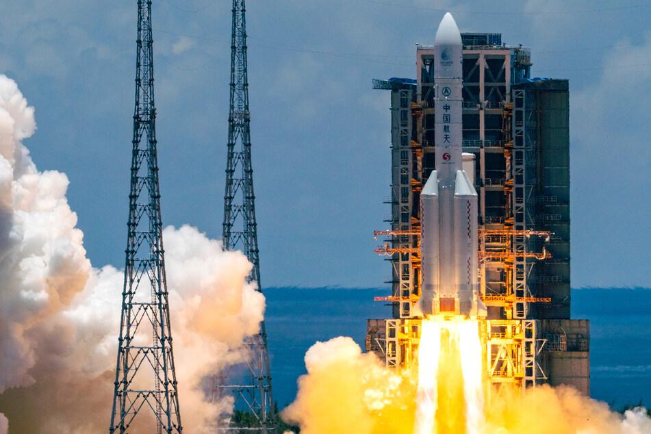 Premiere! China startet Rakete für Landung auf dem Mars