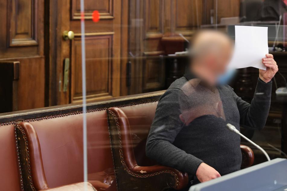 Der 46-jährige Angeklagte wurde wegen Mordes und anderer Verbrechen zu einer lebenslangen Haftstrafe verurteilt.