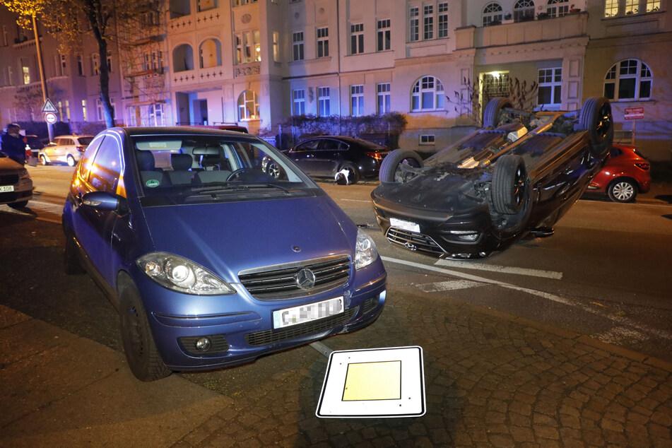 Zuvor krachte die Fahrerin gegen den geparkten Mercedes.