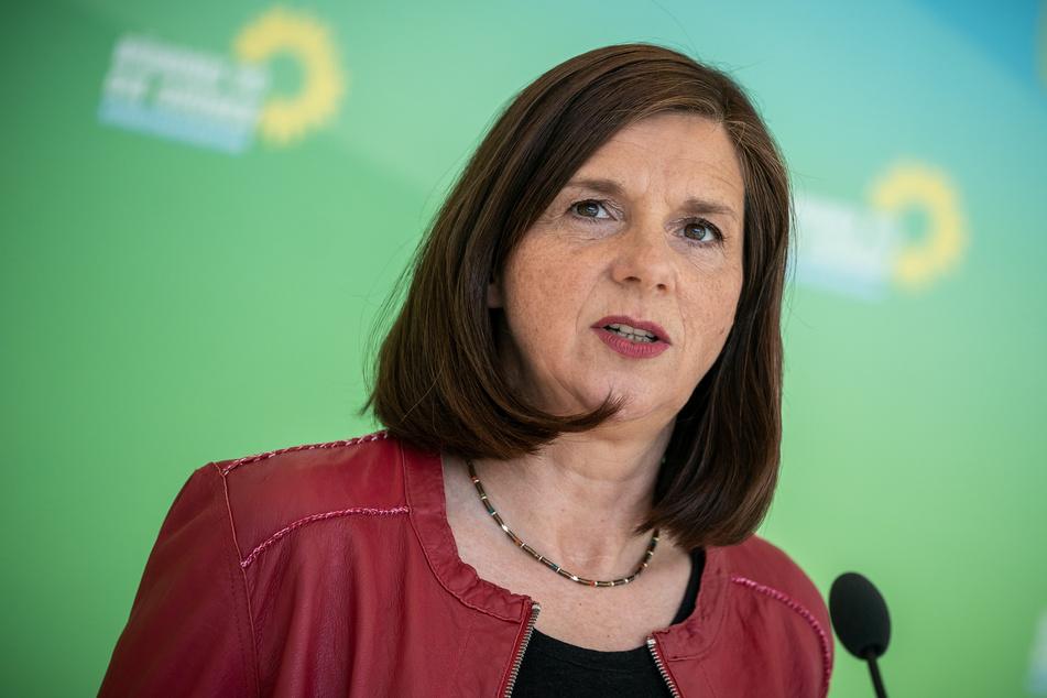 Katrin Göring-Eckardt (54), Fraktionsvorsitzende von Bündnis 90/Die Grünen, spricht vor Beginn der digitalen Fraktionssitzung im Bundestag.