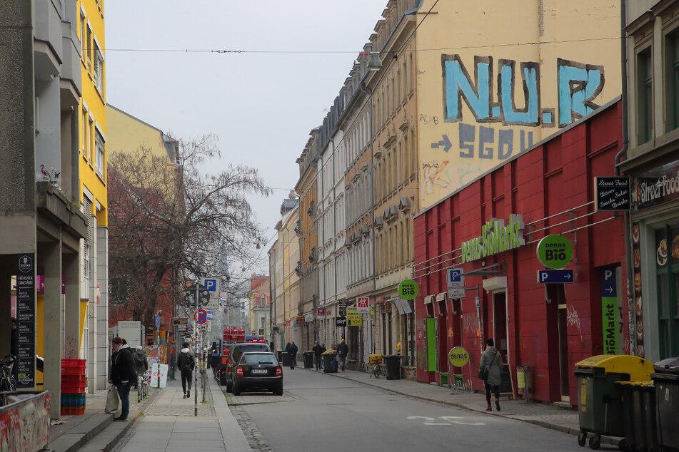 In diesen Geschäftskomplex an der Alaunstraße stieg der Einbrecher laut Anklage dreimal ein. Nun sitzt er in Haft.