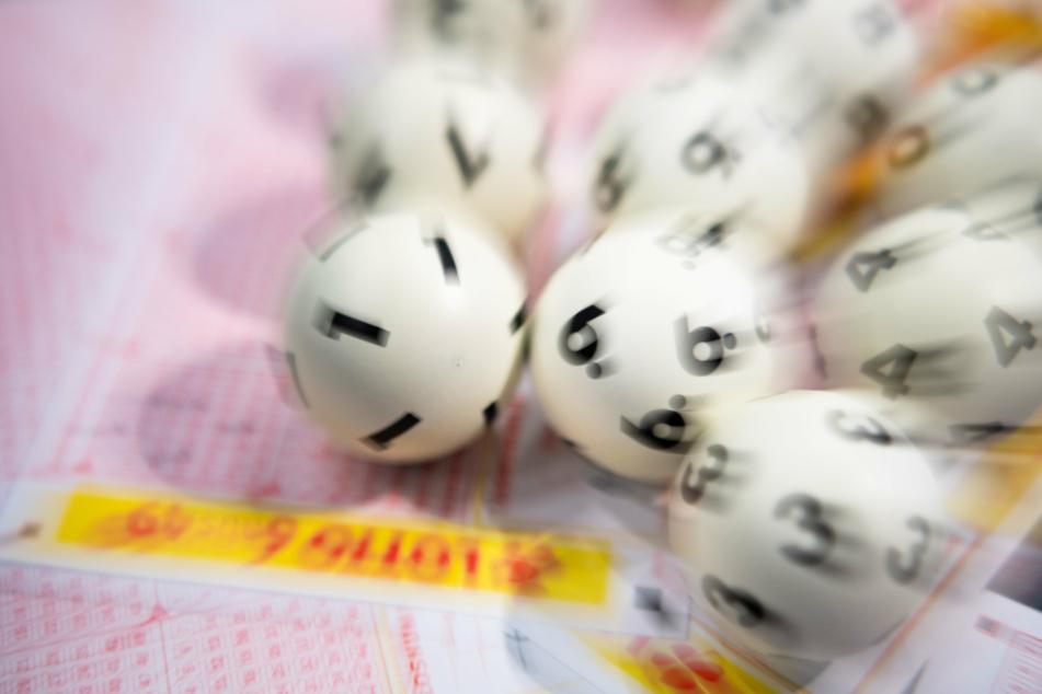So startet man gerne ins neue Jahr! Im Vogtland wurden am 1. Januar knapp 300.000 Euro im Lotto gewonnen (Symbolbild).