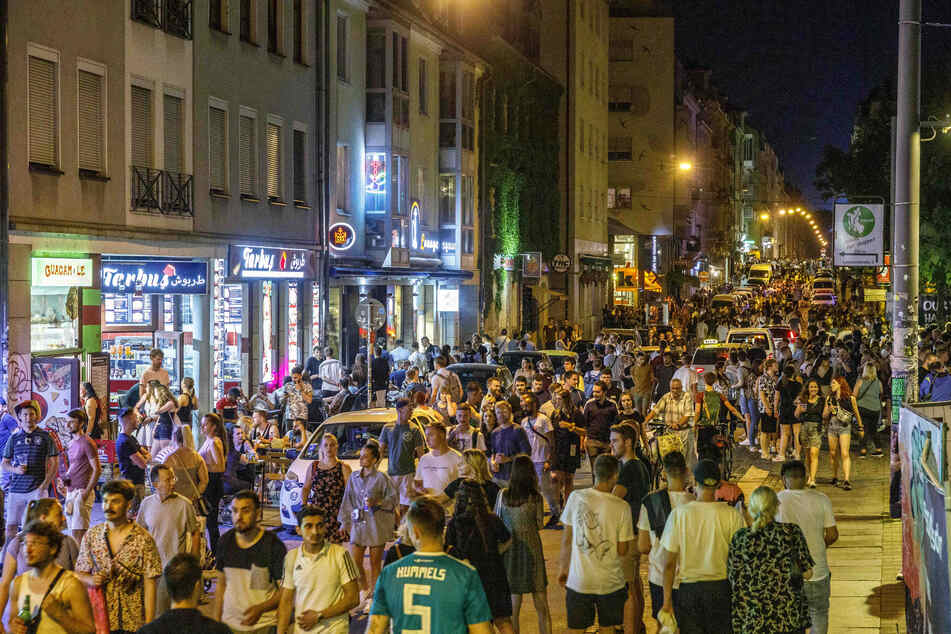 Dicht an dicht an der Alaunstraße: So feierten die Massen in der Neustadt.
