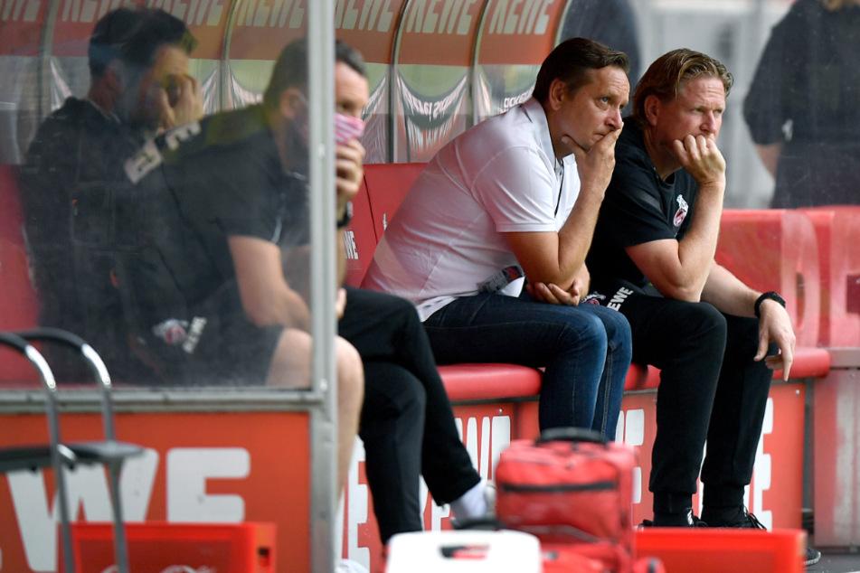 Trainer Markus Gisdol (51, r) und Sportmanager Horst Heldt (50, l) in Sorge: Für zwei Spieler des 1. FC Köln droht eine längere Verletzungspause.