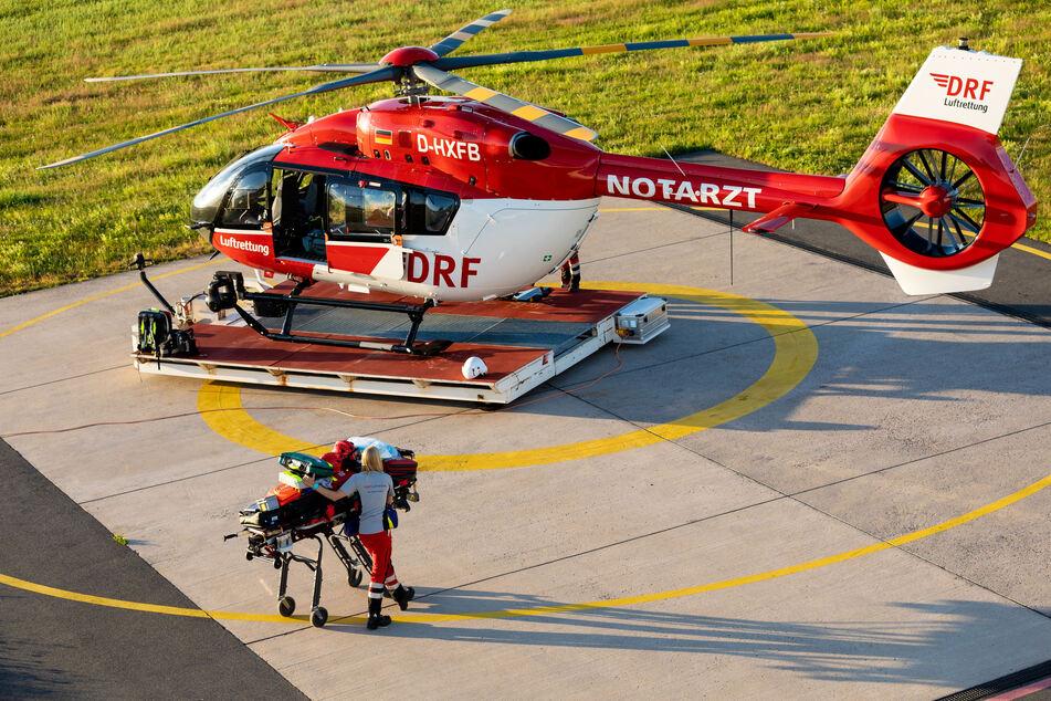 Nach einer ersten Behandlung am Unfallort brachte ein Rettungshubschrauber den Jungen in eine Bonner Kinderklinik. (Symbolbild)