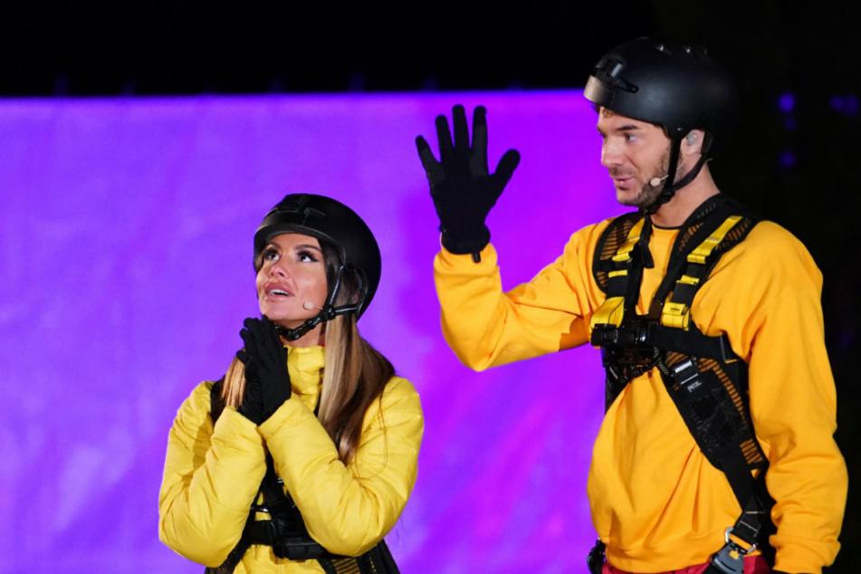 Ob Beten und Winke, winke machen hilft? Christina Dimitriou (29, l.) und Sam Dylan (29) im zweiten Halbfinale.