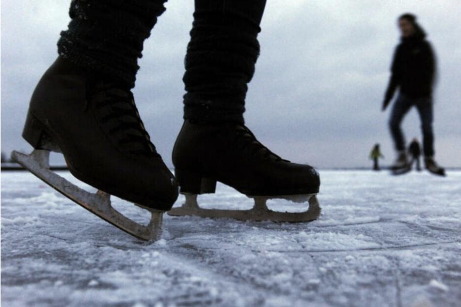Das Spielen auf zugefrorenen Gewässern kann gefährlich enden. (Symbolbild)