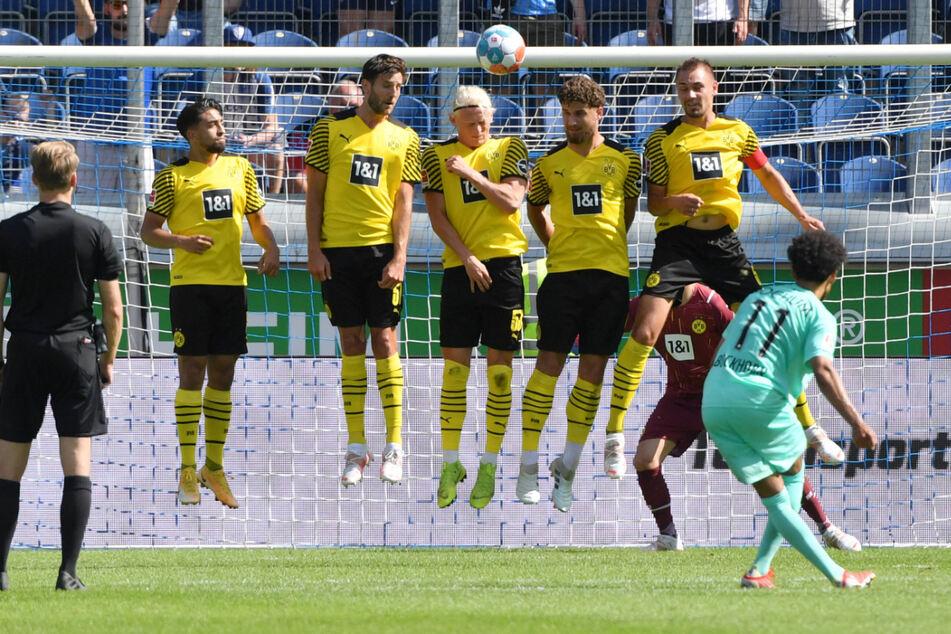Sehenswert trifft Herbert Bockhorn (26) zum zwischenzeitlichen 3:0.
