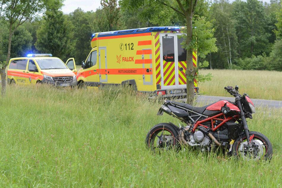 Schlimmer Unfall in Ostsachsen: Motorradfahrer muss schwer verletzt ins Krankenhaus